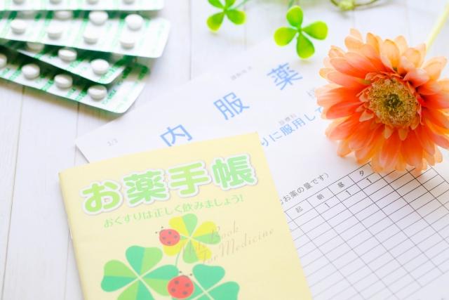 調剤薬局の薬手帳と内服薬