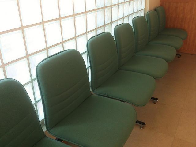 診療所の待合室の掃除